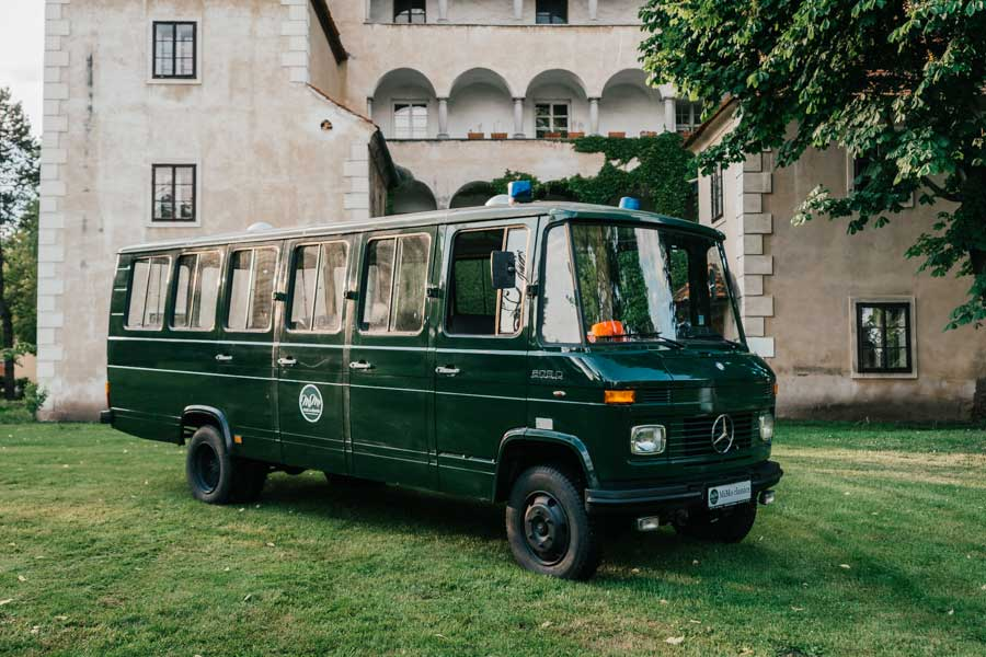 mimo-classics-oldtimervermietung-graz-polizeibus-mercedes.jpg